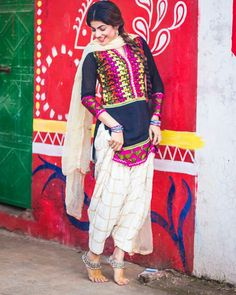 #pintrest@Dixna deol Pakistani Outfits, Indian Outfits, Pakistani Clothing, Stylish Dress Designs, Stylish Dresses, Punjabi Salwar Suits, Patiala, Punjabi Fashion, Women's Fashion