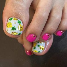 Having gorgeous looking feet is a must for us, especially in summer when our feet are out. When we have lovely pedicured toes, we feel confident in wearing peep toe shoes and sandals. Having painted toes can boost our confidence and we all want to feel good. We have come up with 25 nail designs …