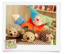 Porcupine pin cushion tutorial. super cute... its in portugese but the instructions look easy enough even in another language.