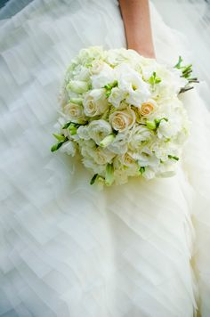 Bridal bouquet - Charleston SC wedding I King Street Studios Photography I I Flowers by Freshcuts I #weddingflowers #wedding #charleston #bouquet