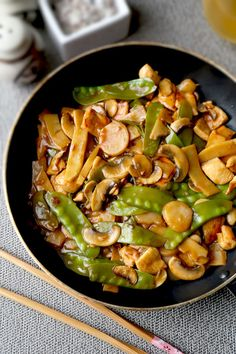 Moo Goo Gai Pan - Better than takeout easy Chinese stir fry with chicken and vegetables tossed in a sweet sour nutty sauce. Tofu Recipes, Curry Recipes, Asian Recipes, Chicken Recipes, Cooking Recipes, Chinese Recipes, Chinese Food, Healthy Chinese, Chinese Chicken