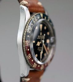 Vintage Rolex with worn-in leather band: perfect!