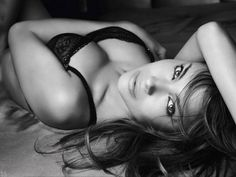 I love black and white images for boudoir photography! #photography #tips #boudoir