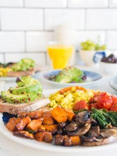 Our favourite one pan fry up with sweet potatoes, mushrooms, chickpeas, tomatoes, spinach, avocado and a tofu scramble!