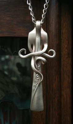 the eclectic ark: How to Recycle Silverware into Art http://eclecticark.blogspot.com/2011/05/how-to-recycle-silverware-into-art.html