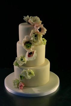 Fresh flowers on wedding cake