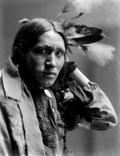 A melancholy Plenty Wounds, Sioux. Photographed by Gertrude Käsebier.