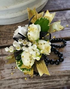 Dedicated to all things floral for prom! Tips on ordering, read about new corsage and boutonniere trends and the talented florists who create them. Crosage Prom, Homecoming Flowers, Prom Flowers, Gold Corsage, Corsage And Boutonniere, Wrist Corsage, Black White Gold, Classic Gold, 90th Birthday