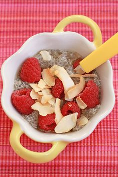 A recipe for coconut and raspberry chia pudding. The dairy free chia pudding is made with coconut milk and topped with fresh raspberries and shards toasted coconut. This is a light, healthy breakfast recipe that you can make ahead Custard Recipes, Coconut Recipes, Raw Food Recipes, Coconut Chia Seed Pudding, Coconut Milk, Delicious Desserts, Yummy Food, Healthy Breakfast Recipes, Healthy Breakfasts