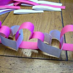 I know it is a month away but I'm already thinking about Valentines Day. I love this heart garland. Such a clever idea for Valentine's Day party decorations. Kids Crafts, Toddler Crafts, Paper Party Decorations, Valentine Decorations, Office Decorations, Decor Ideas, Easy Decorations, Garland Decoration, Birthday Decorations
