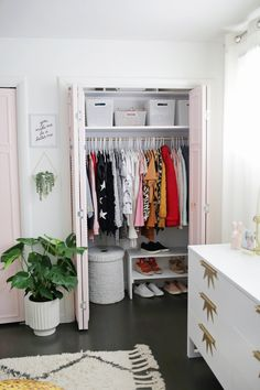 Getting dressed in the morning has never been so stress-free, thanks to these best DIY closet organization ideas. We've got the easiest—and most affordable—ways to organize your closet with your own two hands here. Closet Bedroom, Bedroom Decor, Master Bedroom, Bedroom Apartment, Bedroom Ideas, Bedroom Designs, Closet Ideas For Small Spaces Bedroom, Small Apartment Closet, Small Closets