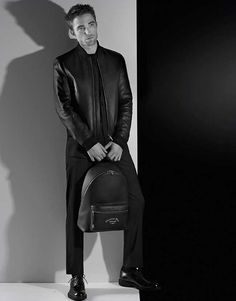 English actor Robert Pattinson is once again the face of Dior Homme. For the brand's Fall Winter 2018 campaign, Pattinson is photographed by legendary Karl Lagerfeld in a Parisian studio, wearing Dior Homme's classic tailoring. Robert Pattinson News, Robert Douglas, The Fashionisto, Jamie Campbell Bower, Edward Cullen, Lady And Gentlemen, Man Crush, Guys And Girls, Karl Lagerfeld