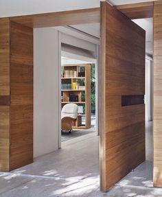 7 Ideas of Modern Gates- 7 Ideias de portões modernos Brise Residence: Modern Windows & doors by Gisele Taranto Arquitetura - Pivot Doors, Entry Doors, Front Entry, Sliding Doors, Prehung Doors, Front Doors, Wooden Door Design, Wooden Doors, Design Entrée