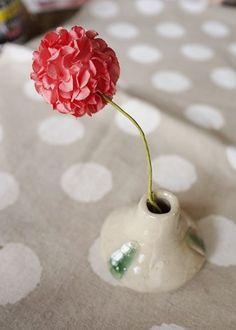 小さな花瓶ができあがりました春色のお花を飾ってみてはいかがですか・・・ ・陶器ならではの ほっこりとした味わいや温もりを大切に一つ一つ心をこめてつくっています...|ハンドメイド、手作り、手仕事品の通販・販売・購入ならCreema。