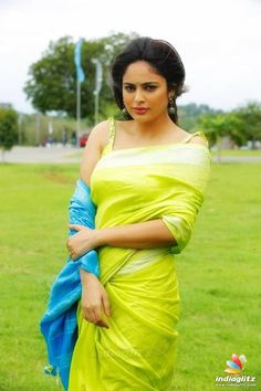 Nandita Swetha is an Indian film actress, who predominantly appears in Tamil Telugu films. Swetha began her acting career in a Kannada film Hollywood Actress Photos, Tamil Actress Photos, Indian Film Actress, South Indian Actress, Indian Actresses, South Actress, Beautiful Girl Indian, Beautiful Girl Image, Beautiful Saree