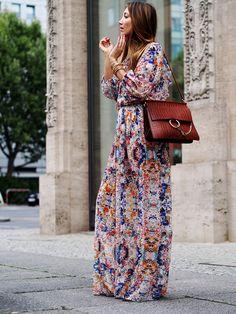 #maxidress #dress #boho #bohemian #retro #70ies #hippie #trends #autumn #fall #chloe #faye #ootd #fashion #blogger #helloshopping #berlin #effortless #chic #flowers #colors
