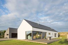 The refurbishment of a new passive-designed home in Wicklow by Patrick Lynch, completed Bungalow House Design, Modern House Design, House Designs Ireland, Cottage Exterior, Modern Bungalow Exterior, Long House, Bungalow Renovation, Rural House, Modern Architecture
