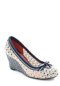 Going Vintage Nautical for 4th of July in these cute crochet wedge shoes with stripe and bow trim. Adorable!