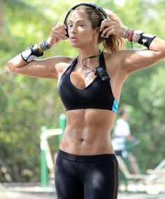 Strong is the new sexy! Jennifer Nicole Lee shows her perfect six-pack while working out in the Miami heat Jennifer Nicole Lee, Sport, Fitness Models, Fitness Women, Female Fitness, Small Waist, Weight Loss Program, Diet Program, Ways To Lose Weight