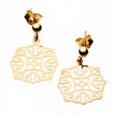 Die filigranen Ornamentohrringe von Maija Design bezaubern durch einen verspielten, orientalischen Look. Gefertigt aus goldplattiertem Sterlingsilber werden sie mit 5 Jahren Vergoldungsgarantie geliefert.
