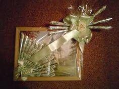 Výsledek obrázku pro dárky z peněz Gift Wrapping, Frame, Gifts, Decor, Cash Gifts, Gift Wrapping Paper, Picture Frame, Presents, Decoration