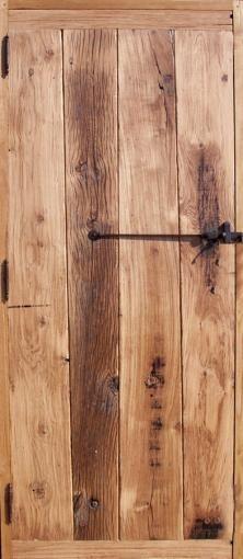 Portes à lames verticales en vieux chêne . Portes intérieures Portes rustiques.