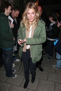"Sienna Miller Photos - Sienna Miller leaves Theatre Royal Haymarket after her latest performance in the play ""Flare Path"". The recently single starlet looked more than happy to sign autographs for waiting fans."