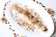Zutaten für Portionen {Ingredients for servings} Teig {Dough} 1 Ei {one egg} Magerquark curd or greek yoghurt} TL Backpulver tsp baking powder} 1 Prise Salz {a pinch of salt} 2 TL Xanthan Gum (alternativ Guarkernmehl,… Healthy Cake, Healthy Baking, Healthy Desserts, Healthy Food, Paleo Dessert, Low Carb Desserts, Low Carb Recipes, Low Carb Keto, Cinnamon Rolls