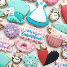 Mia in ONEderland! 💕 Design inspired by 1st Birthday Party For Girls, 1st Birthday Themes, Tea Party Birthday, Disney Birthday, Birthday Cookies, Birthday Ideas, Halloween Alice In Wonderland, Alice In Wonderland Tea Party, Disney Cookies