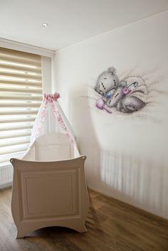 R-BRUSH muurschildering in de babykamer van een me to you beertje.