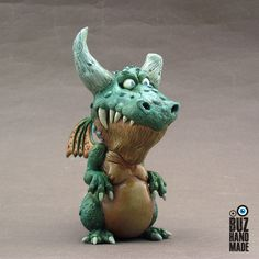 The proud Dragon by buzhandmade Polymer Clay Charms, Polymer Clay Projects, Polymer Clay Art, Clay Monsters, Clay Fairies, Clay Dragon, Cute Dragons, Miniature Figurines, Ceramic Animals