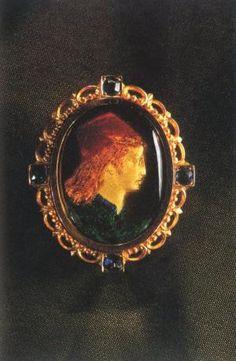 6619a6a2f430 Epingle de cravate Buste de jeune homme Renaissance   Centre de  documentation des musées - Les Arts Décoratifs