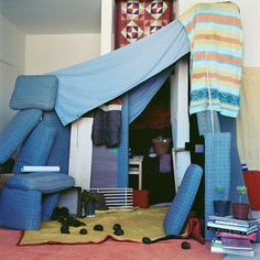 A pillow fort combined with a blanket fort? Cool Forts, Awesome Forts, Adult Fort, Indoor Forts, Build A Fort, Make Blanket, Theatre Design, Kids Corner, Love