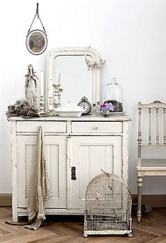 this may be a perfect example of Shabby Chic. yes with a nice bird cage. Casas Shabby Chic, Estilo Shabby Chic, Shabby Chic Style, Shabby Chic Decor, Shabby Chic Cottage, Vintage Shabby Chic, Shabby Chic Homes, Vintage Decor, White Cottage