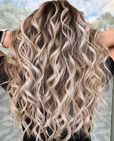 102 delicate summer hair color for brunettes balayage 2019 have a look! page HAİR STYLE, 102 delicate summer hair color for brunettes balayage 2019 have a look! Brown Hair With Blonde Highlights, Hair Highlights, Hot Hair Styles, Curly Hair Styles, Blond Curly Hair, Curls For Long Hair, Hair Styles With Curls, Color For Curly Hair, Curly Balayage Hair
