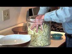 2-Ingredient Homemade Sauerkraut Recipe That Fights fat and Inflammation