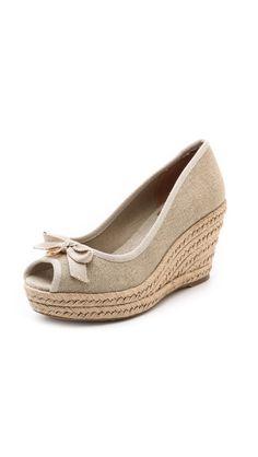 I Love shoes. These #peeptoe Shoes rock!