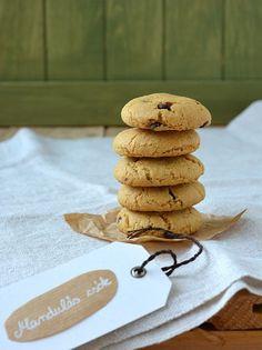 mandulás csók Hannah Swensen, Kari, Food And Drink, Place Card Holders, Cookies, Desserts, Crack Crackers, Tailgate Desserts, Deserts