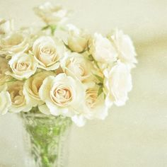 Soft natural rose scent.  I love white roses. :)