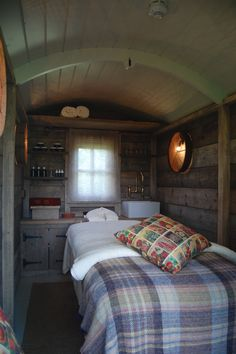 Plankbridge Shepherd's Huts, Dorset Interior of Spa hut, Pig on the beach hotel