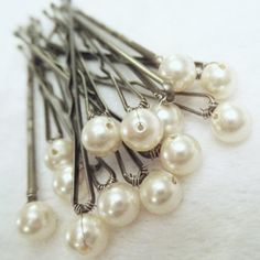 pearl-tipped bobby pins