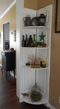 here are many types of corner shelves: floating shelves, corner bookshelves, glass shelves, and L-shaped shelves, just to name a few Decor, Shelves, Doors Repurposed, Door Diy Projects, Bifold Doors, Diy Door, Door Corner Shelves, Shelf Decor, Corner Bookshelves