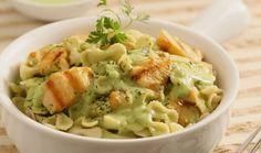 Te compartimos la receta para preparar Pasta en salsa de cilantro con pollo, cocina con inspiración con Recetas Nestlé.