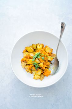 Roast Potatoes with smashed Pumpkin. Delicious vegan recipe, add your favorite secret ingredient!  Here the recipe http://noodloves.it/patate-arrosto-alla-zucca/