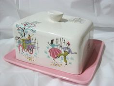 """ BESWICK"" BUTTER DISH CHEESE DISH ""FROLIC"" PATTERN Vintage Dishware, Vintage Dishes, Vintage Table, Vintage Pink, Cheese Dome, Cheese Trays, Cheese Dishes, Antique Kitchen Decor, Vintage Kitchen"