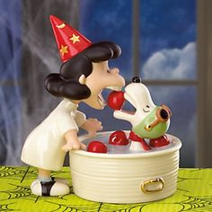 Lenox Peanuts Lucy amp Snoopy Halloween Figurine Lucy 039 s Halloween Surprise New Box Charlie Brown Halloween, Snoopy Halloween, Snoopy Christmas, Charlie Brown Peanuts, Halloween 2, Peanuts Gang, The Great Pumpkin Patch, Disney Ornaments, Christmas Ornament