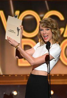 taylor presenting best duo