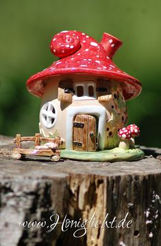 Ceramic lantern by honey light – CRAFTS Clay Fairy House, Fairy Garden Houses, Polymer Clay Fairy, Polymer Clay Crafts, Pottery Houses, Pottery Barn, Ceramic Lantern, Mushroom House, Clay Fairies