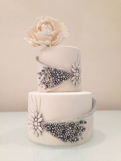 31 Unique and Chic Wedding Cake Designs. To see more: http://www.modwedding.com/2014/10/20/31-unique-chic-wedding-cake-designs/ #wedding #weddings #wedding_cake Featured Wedding Cake: CONNIE CUPCAKE INC.