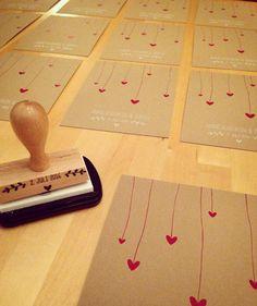 Heute kamen die ersten Karten von Anne-Kathrin und Sörens Einladungs-Set an ❤️ hier ein erstes sneak peek  #papeterie #hochzeit2016 #hochzeitseinladung #heart #liebe #natur #pink #trallaundfitti